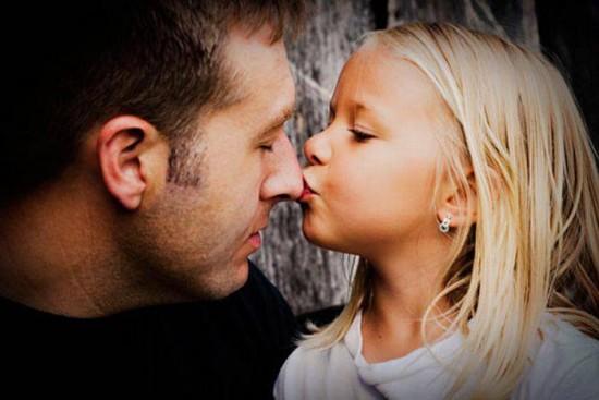 Дочь всегда должна знать, что папа ее защитит...