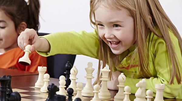 Va invită la Turneul de șah (RO)