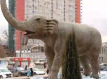 Откуда огромный слон  перед зданием Цирка ?