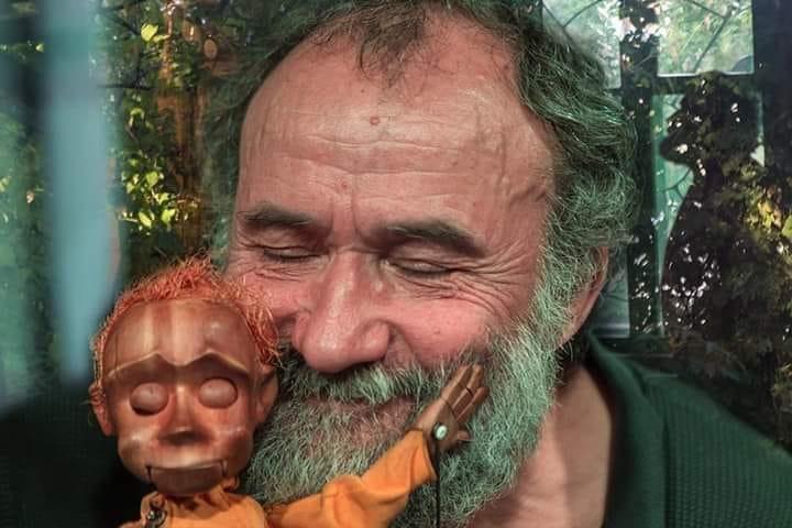 Владимир Захаров-кукольник из города Томска.