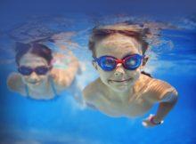 Где можно ребенка научить плавать?