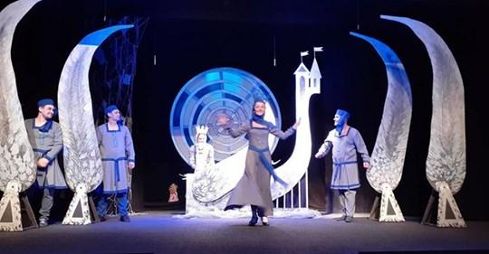 """""""Дома у Гугуцэ""""-Национальный фестиваль детских театров."""